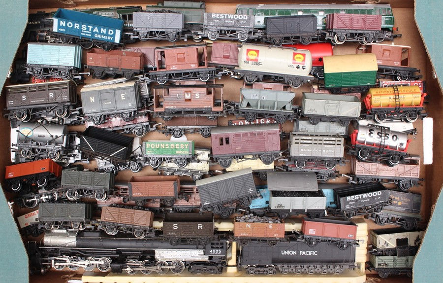 Model Railway: A collection of assorted OO gauge locomotives and rolling stock, all unboxed, in - Image 2 of 2