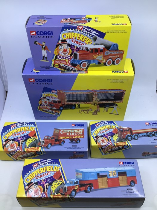 Corgi: A collection of Corgi diecast Chipperfields vehicles to include 97022 AEC Regal , 96905 - Image 2 of 2