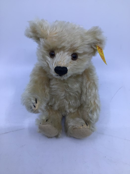 Steiff: A collection of five yellow tag Steiff bears to comprise: 029585; 029271; 029424; 030574; - Image 5 of 6