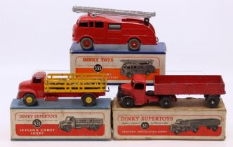 Dinky: A boxed Dinky Supertoys, Leyland Comet Lorry, 531, red cab and yellow trailer, heavy paint