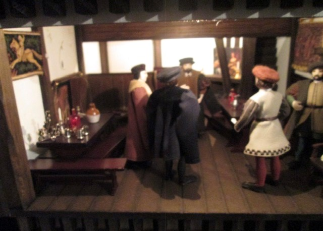 Dolls House: A quality Dolls House built by the renowned Robert Stubbs. This model is the three - Image 5 of 7