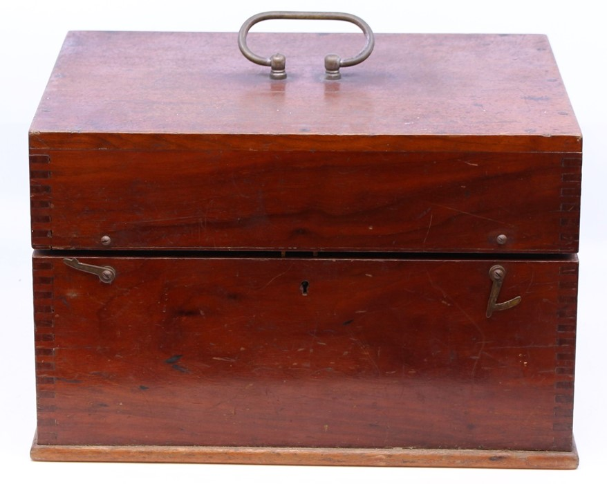 Thornton Pickard: A late 19th century W. Watson & Sons, London half plate camera, with Thornton - Image 6 of 8