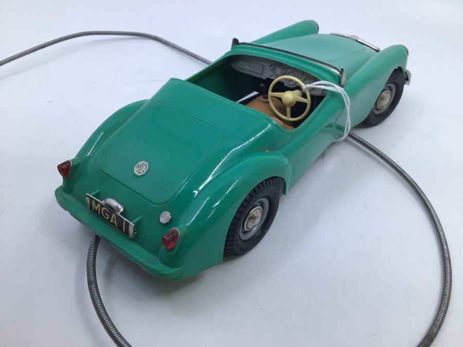 Victory: A boxed Victory Industries, Surrey, remote control, battery operated, MGA, green with tan - Image 3 of 5