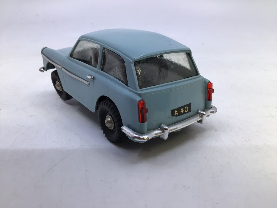 VIP Model Roadways: A boxed VIP Model Roadways, Austin A40, light blue body, vehicle appears good, - Image 6 of 6