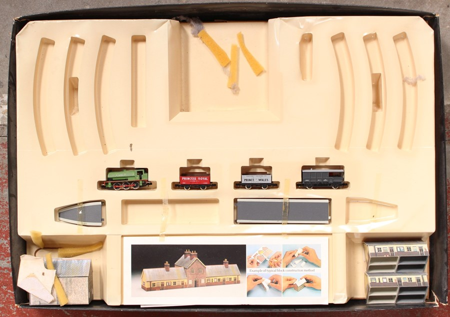 Model Railway: A boxed Hornby Railways, Industrial Freight Set, R1005, missing track, but - Image 2 of 2