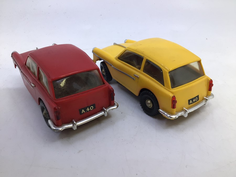 VIP Model Roadways: A pair of unboxed VIP Model Roadways, Austin A40 vehicles, one in red, the other - Image 3 of 4