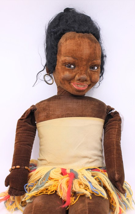 Norah Wellings: A large Norah Wellings, Polynesian doll, with wool dress, general wear to body, - Image 3 of 3
