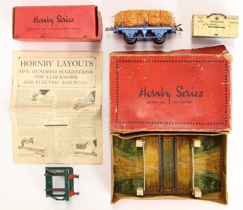 Hornby: A boxed Hornby O Gauge, Clockwork, No. 2 Mixed Goods Set, TS 413; comprising: LNER, 4-4-2 - Image 4 of 4