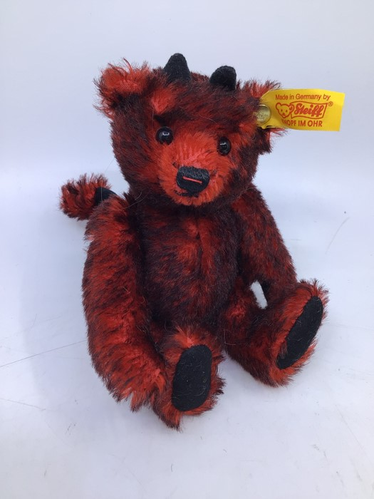Steiff: A collection of four assorted yellow tag Steiff bears to comprise: 028595; 039775; 012884; - Image 2 of 5