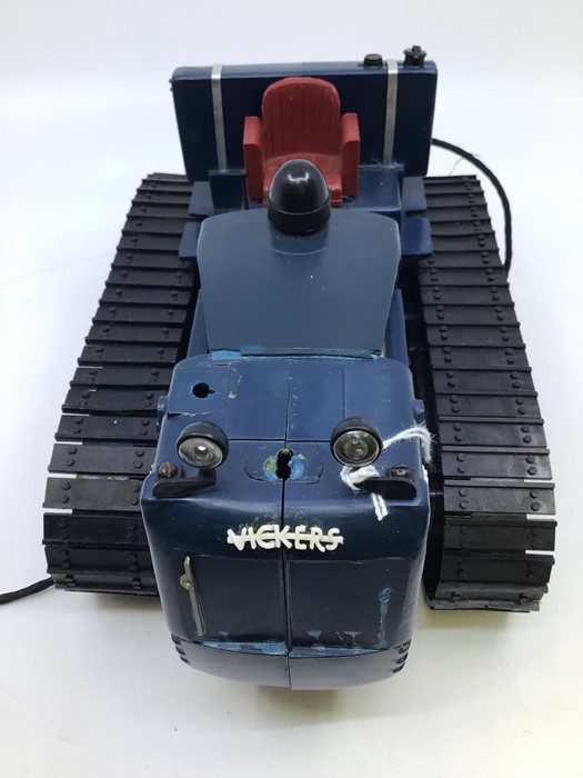 Victory: A boxed Victory Industries, Surrey, remote controlled, battery operated, 1:16 Scale, - Image 4 of 6