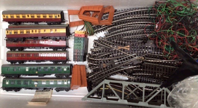 Hornby: A collection of Triang Hornby railway to include: R.351 Co-Co class EN2 electric - Image 2 of 7