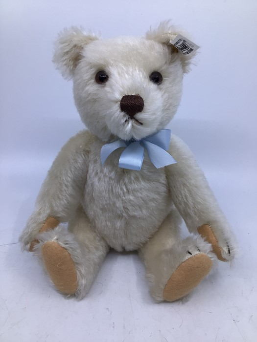 Steiff: A collection of three unboxed Steiff Limited Edition bears, all with certificates, to - Image 4 of 4