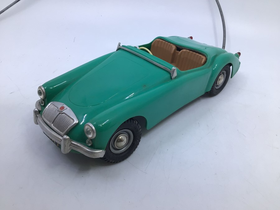 Victory: A boxed Victory Industries, Surrey, remote control, battery operated, MGA, green with tan - Image 2 of 5