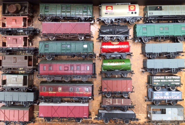 Railway: A collection of OO gauge locomotives and rolling stock, to include Hornby, Lima, - Image 4 of 5