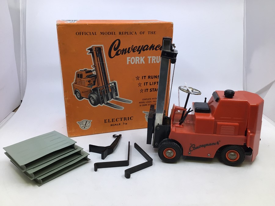 Victory: A boxed Victory Industries. Surrey, battery operated, 1:14 Scale, Conveyancer Fork Truck,