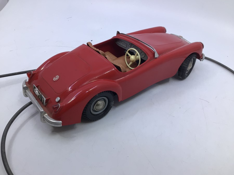 Victory: A boxed Victory Industries, Surrey, remote control, battery operated, MGA, red with tan - Image 3 of 4