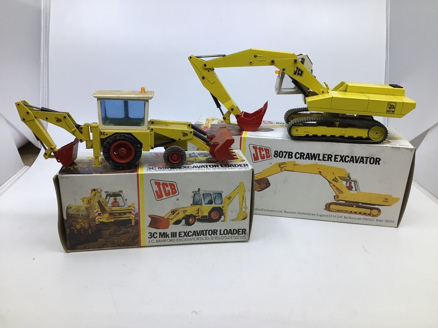 JCB: A collection of assorted JCB diecast models by NZG: 3C Mk III Excavator Loader, display dust