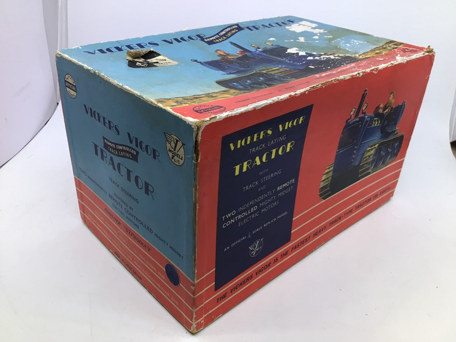 Victory: A boxed Victory Industries, Surrey, remote controlled, battery operated, 1:16 Scale, - Image 6 of 6