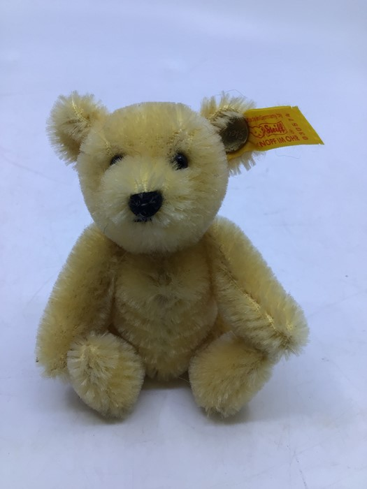Steiff: A collection of five yellow tag Steiff bears to comprise: 029585; 029271; 029424; 030574; - Image 6 of 6
