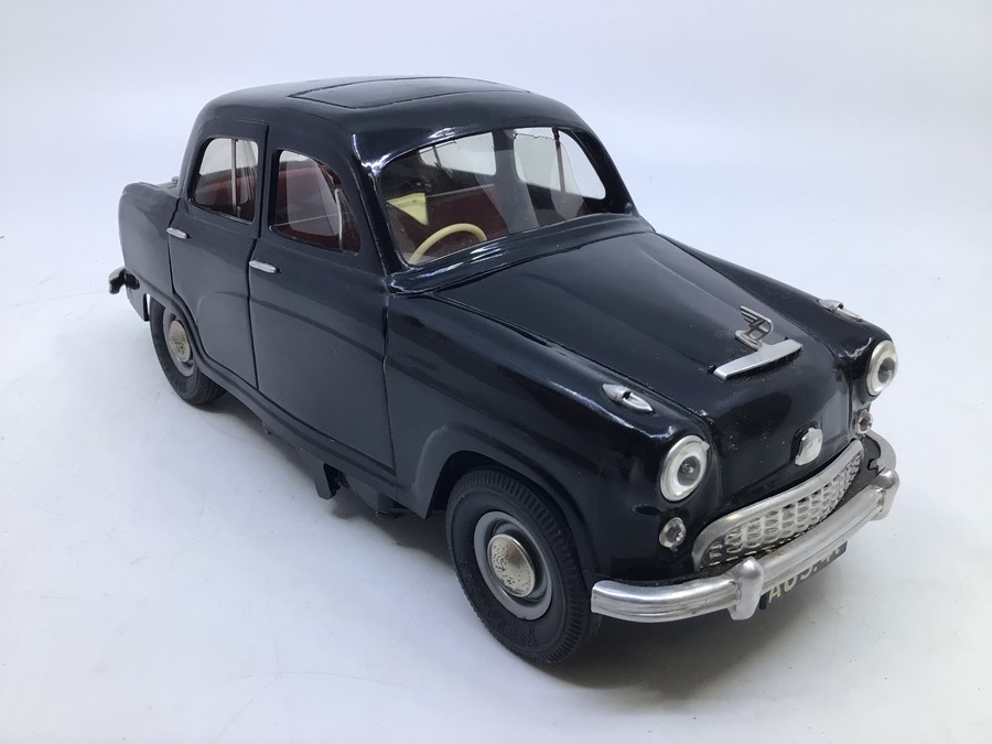 Victory: A boxed Victory Industries, Surrey, battery operated, 1:18 Scale, Austin A40/50 Cambridge - Image 3 of 5