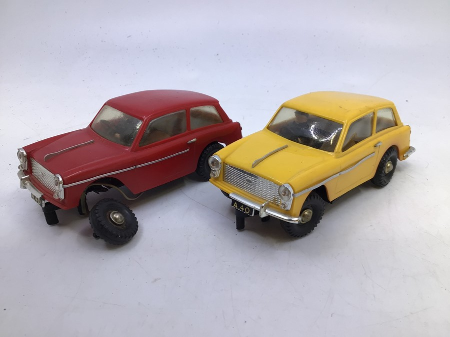 VIP Model Roadways: A pair of unboxed VIP Model Roadways, Austin A40 vehicles, one in red, the other - Image 2 of 4