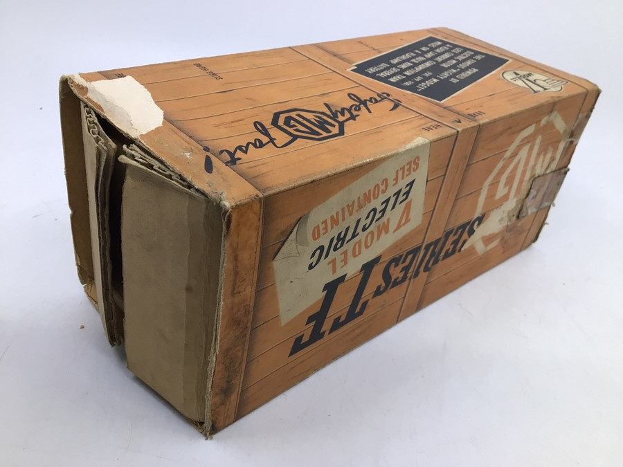 Victory: A boxed Victory Industries, Surrey, battery operated, 1:18 Scale, MG Series TF, ivory white - Image 3 of 7