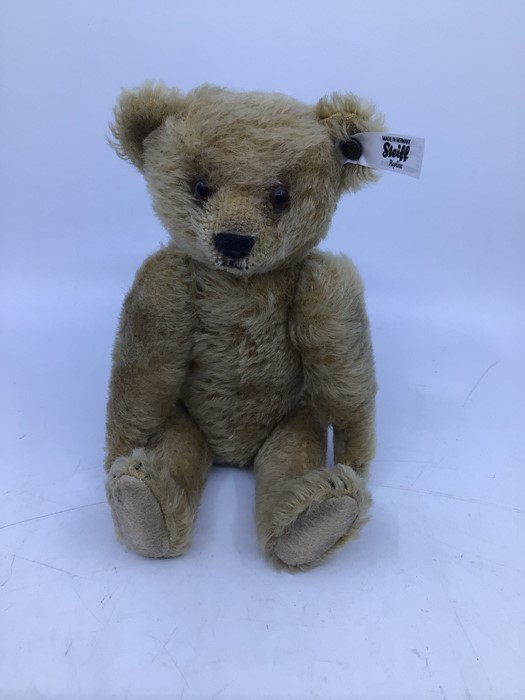 Steiff: A collection of three unboxed Steiff bears to comprise: Teddybear 1924 Replica, 651/924 - Image 2 of 4