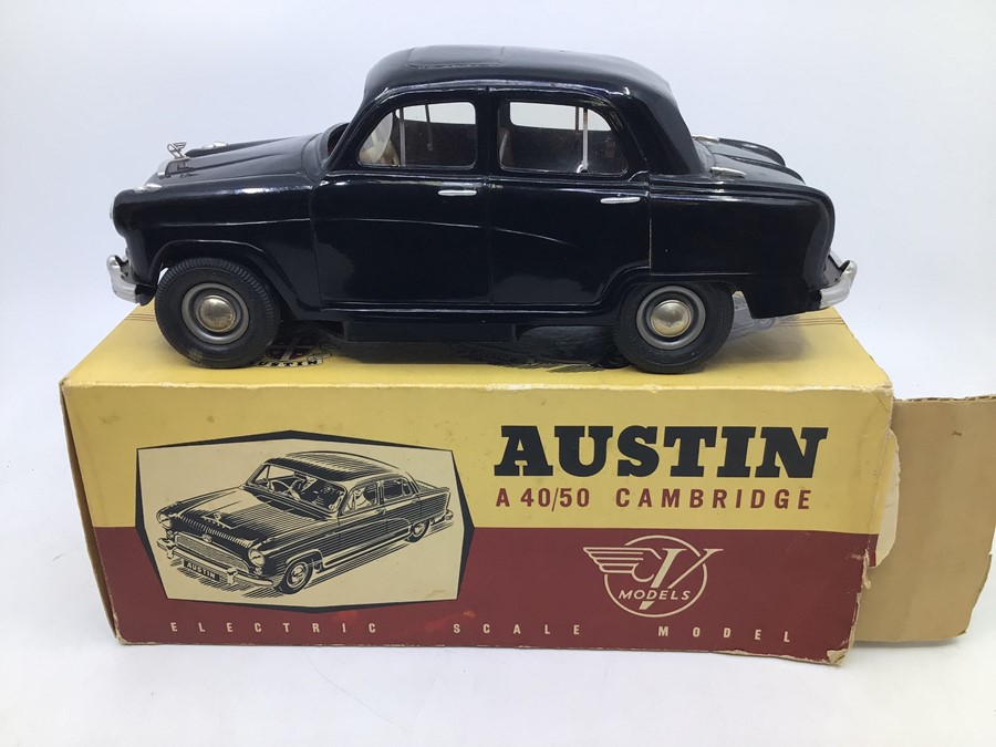 Victory: A boxed Victory Industries, Surrey, battery operated, 1:18 Scale, Austin A40/50 Cambridge