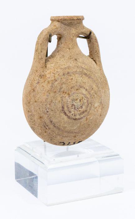 A pottery Pilgrim flask, crica 800 B.C., ex Moshe Dayan Collection, approx 15cm high 陶制朝圣者烧瓶,