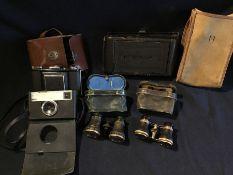 Cameras and binoculars to include a Kodak Instamatic 33, Zeiss Ikonta 521/16 with kilo shutter circa