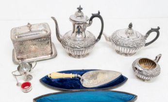 A group of plated items to include: A Victorian A1 silver plate presentation trowel, the blade