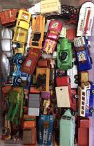 Die cast: large quantity of vintage die cast vehicles. Mostly Matchbox. Please study pictures.