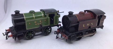 Railway: Hornby 0 gauge locomotives, coaches, rolling stock. 0-4-0 LNER loco in green, working (no