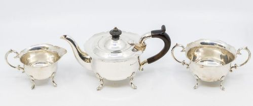 A late Victorian silver Bachelor three piece tea set, flared wavy rims above plain bodies on shell