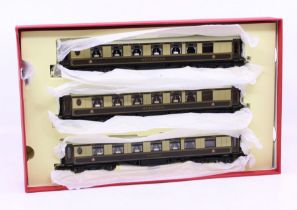 Hornby: A boxed Hornby OO Gauge, Pullman Coach Pack, taken from the R1038 set, 'Minerva, Ibis,