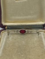 Vintage Jewellery 10ct White Gold Garnet Bar Brooch