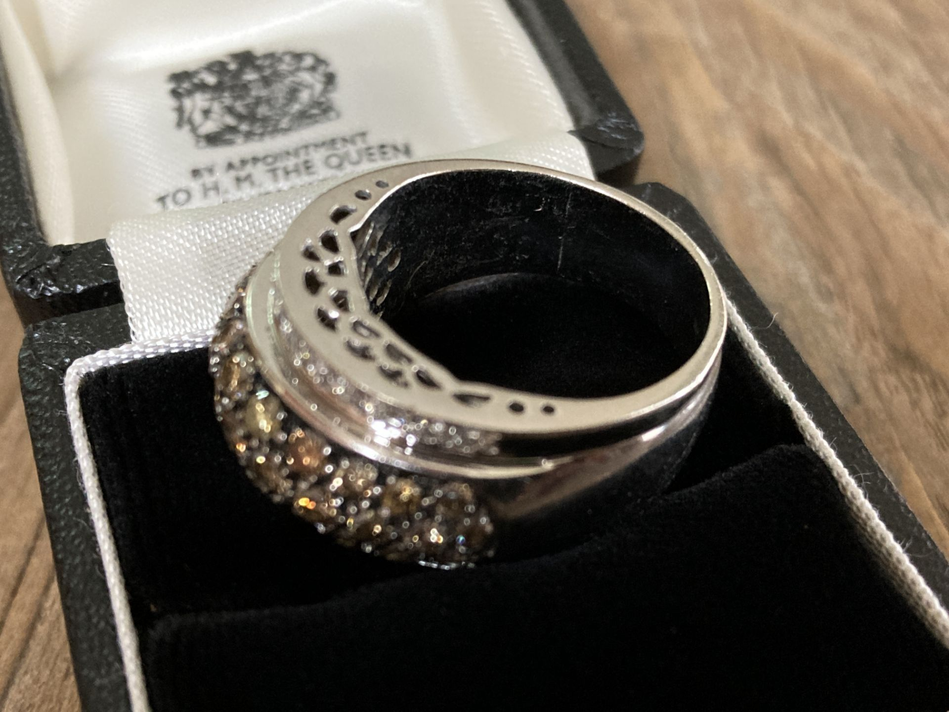 18CT WHITE GOLD 2.5CT BRILLIANT CUT DIAMOND RING (MIXED COLOUR DESIGN) - SIZE: T 1/2 / WEIGHT: 18.6G - Image 5 of 6