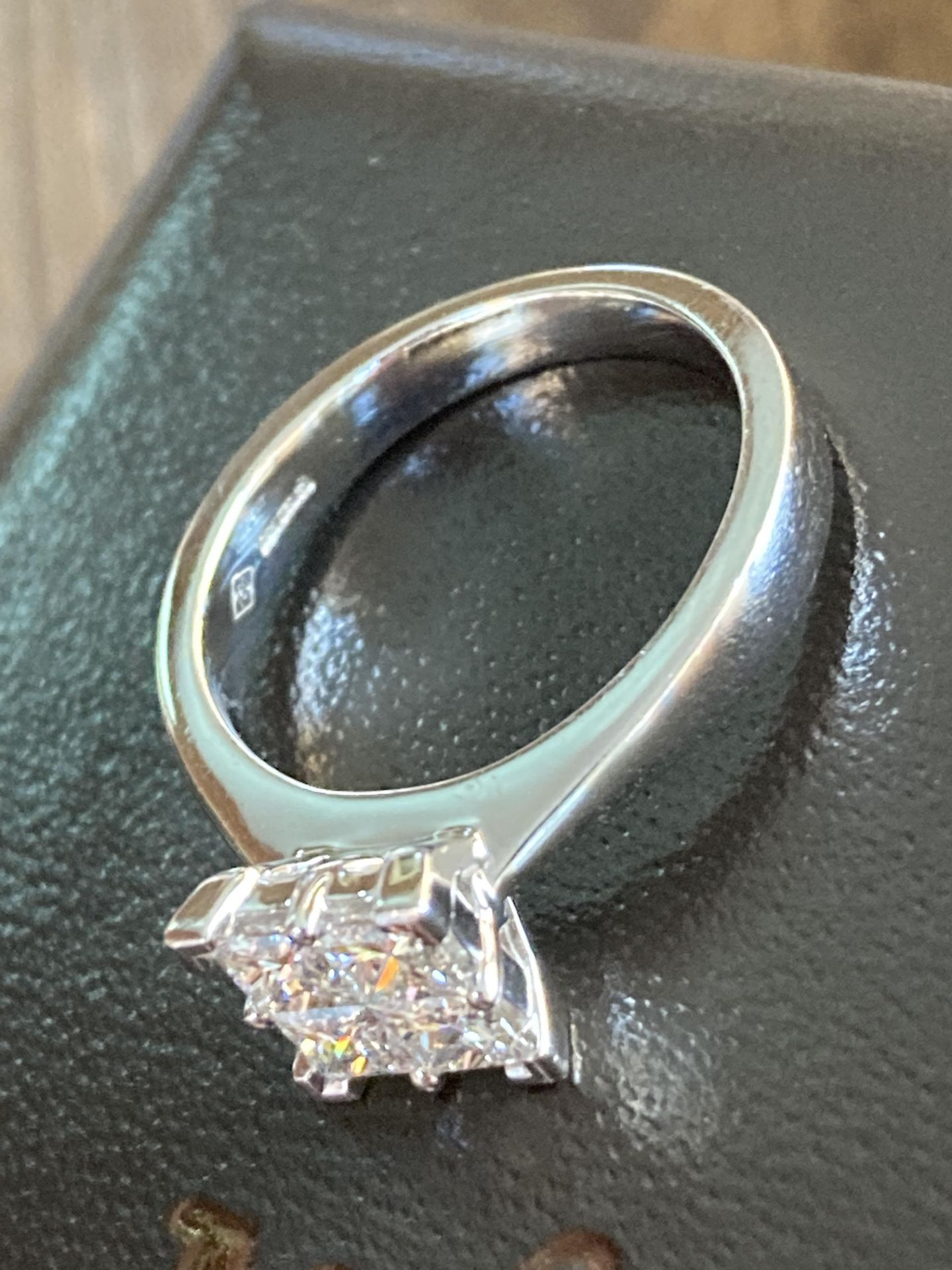 0.8-1CT APPROX. PRINCESS CUT DIAMOND RING IN 18CT WHITE GOLD - SIZE: M / WEIGHT: 5.2G - Image 4 of 4