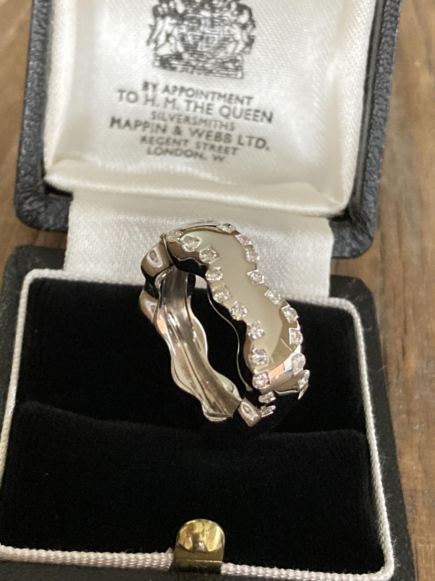 MODERN 18CT WHITE GOLD DIAMOND RING - 0.65CT / SIZE: N, WEIGHT: 11.4G - Image 3 of 4