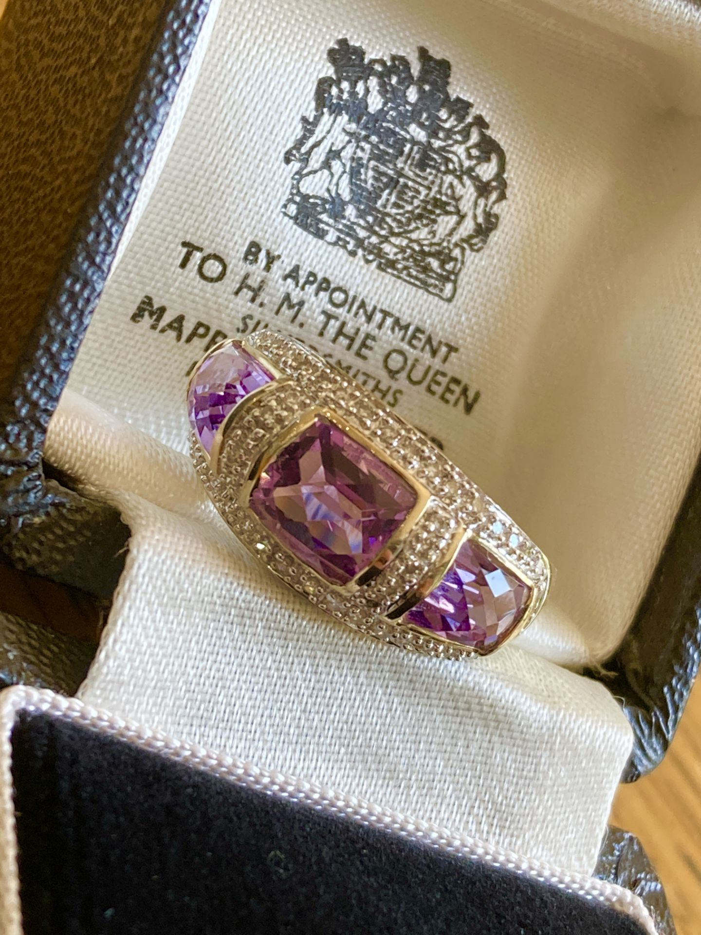 9CT YELLOW GOLD AMETHYST & DIAMOND RING - SIZE: S / WEIGHT: 3.5G - Image 7 of 9