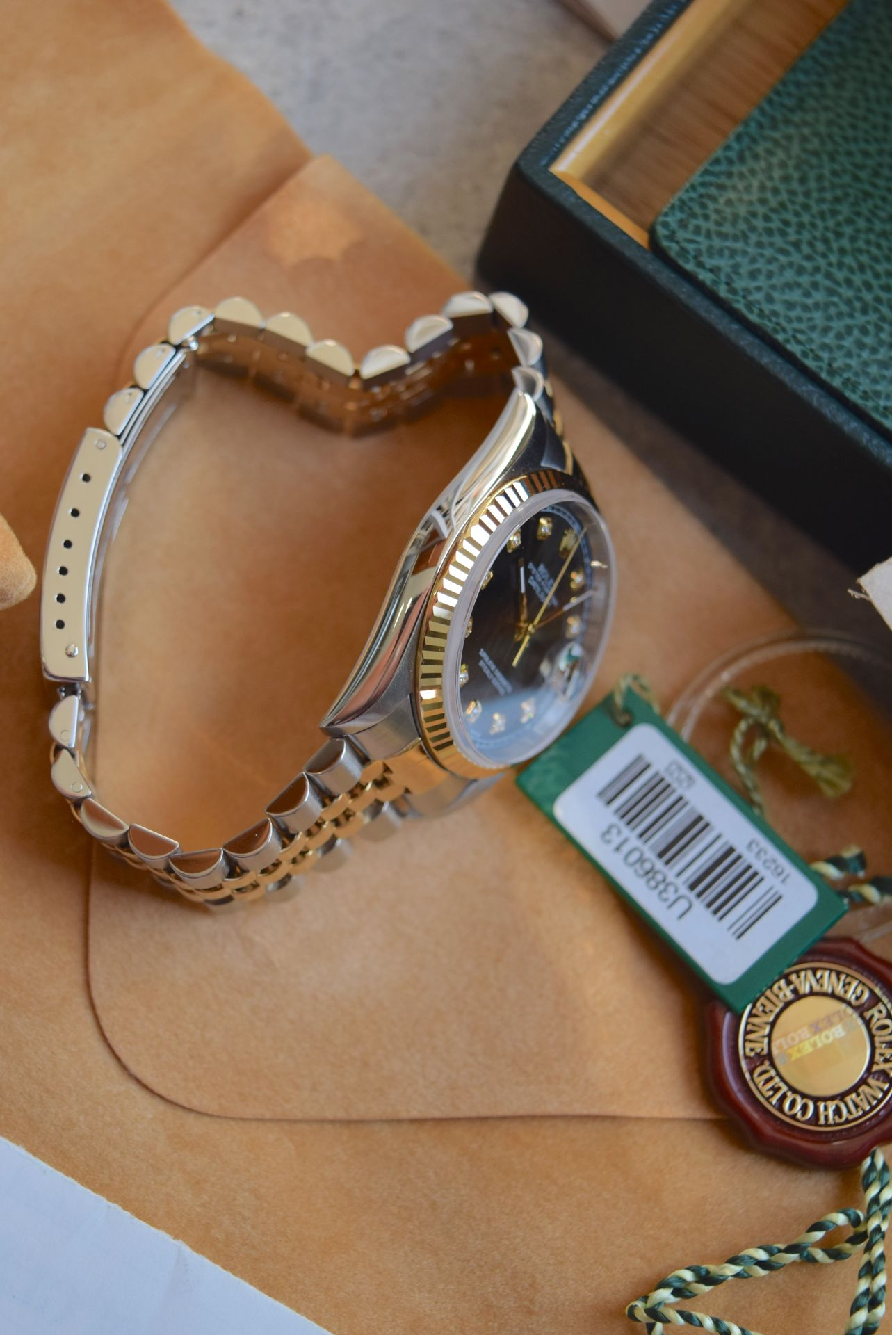 18CT GOLD/ STEEL ROLEX DATEJUST - 36MM, MENS (COMPLETE SET INC BOX, PAPERS, TAGS ETC) - Image 13 of 25