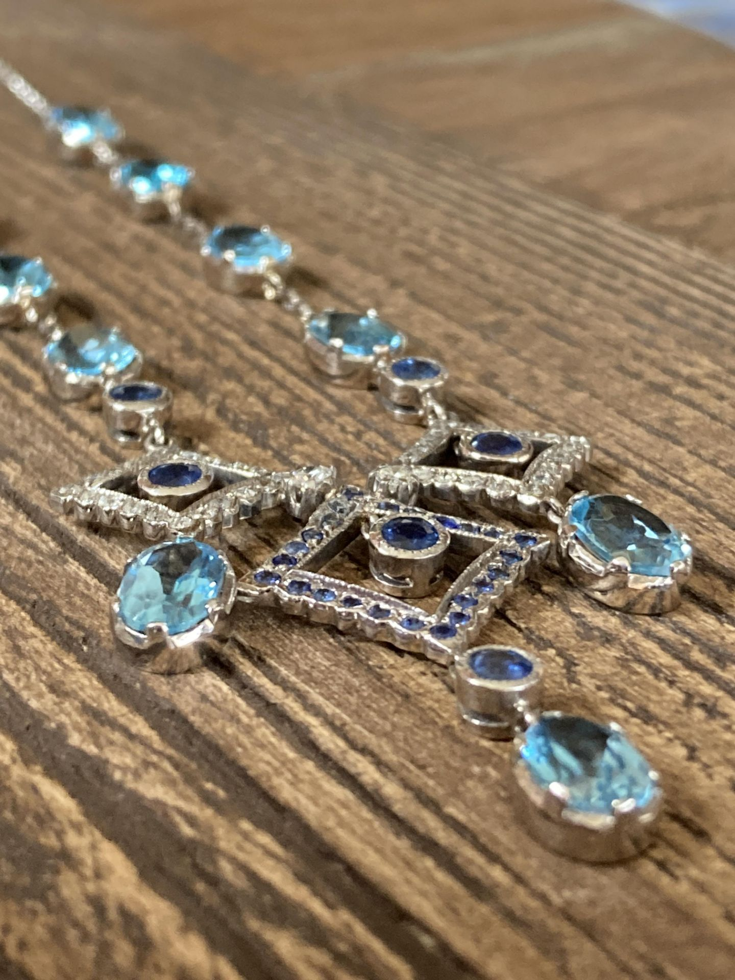 BLUE SAPPHIRE & TOPAZ 18CT WHITE GOLD NECKLACE - Image 3 of 5