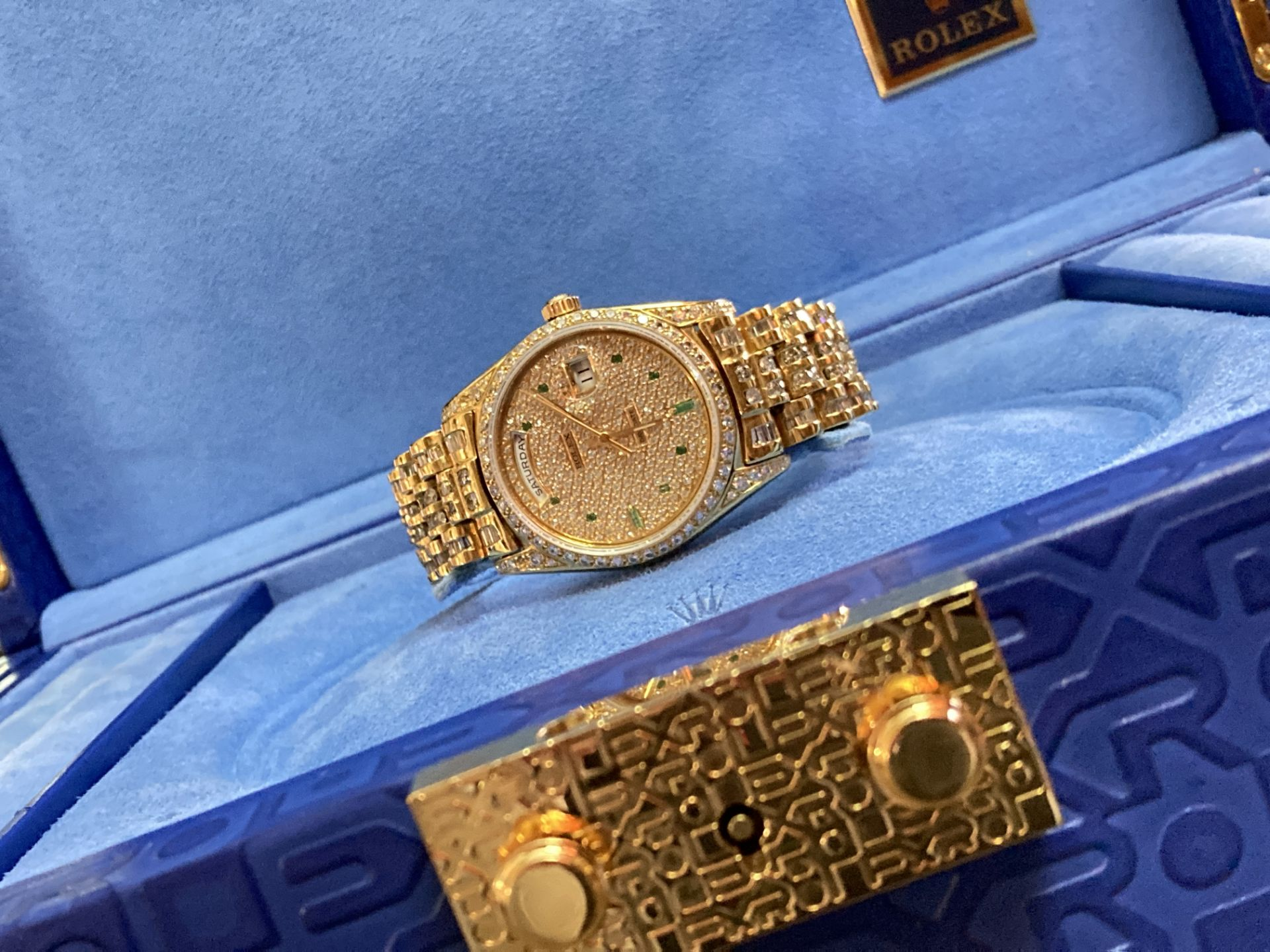 GENTS 36mm ROLEX DAYDATE YELLOW GOLD DIAMOND WATCH - Image 3 of 21