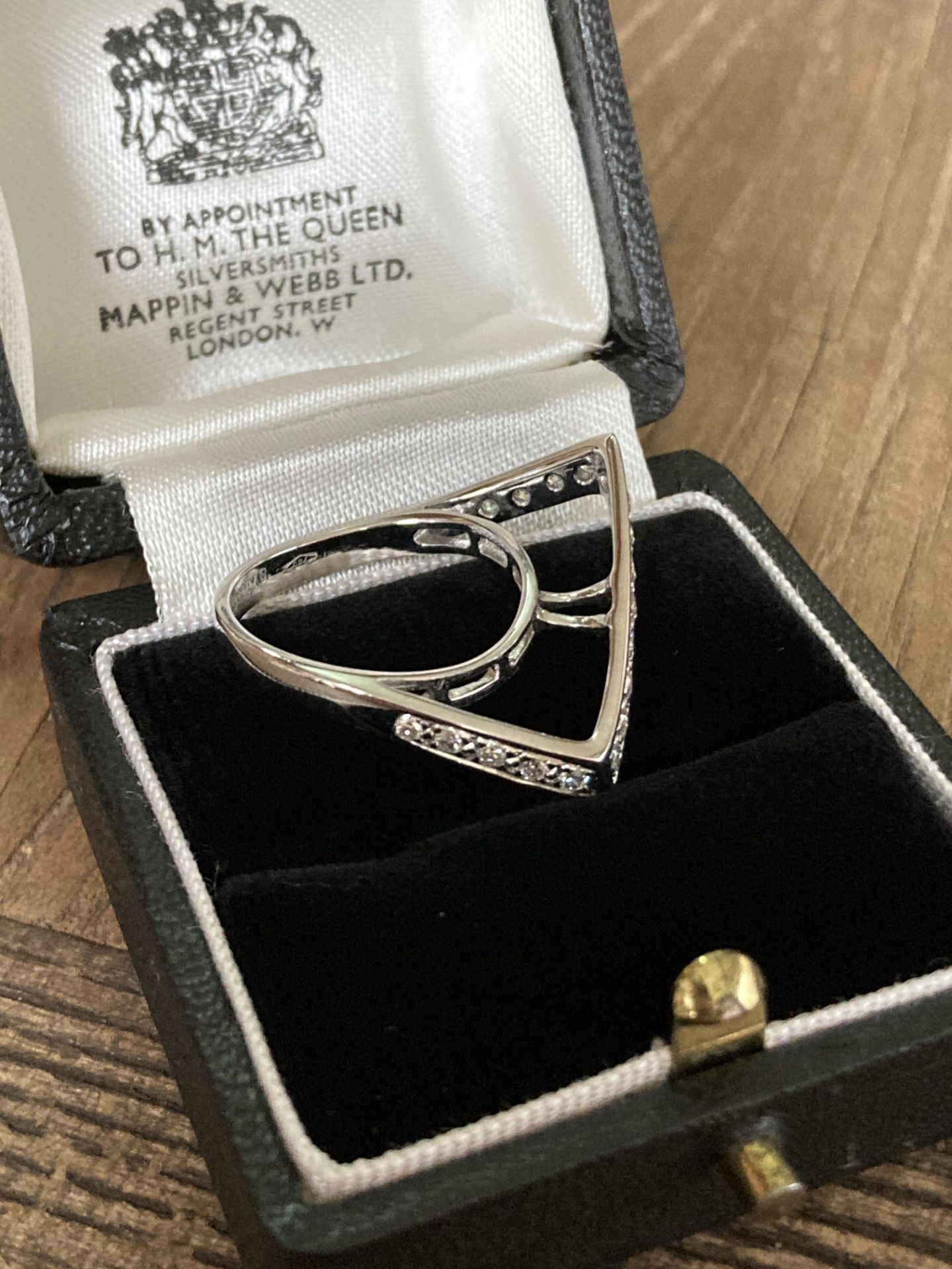 DIAMOND RING IN 18CT WHITE GOLD - SIZE: N / WEIGHT: 4.6G - Image 4 of 4