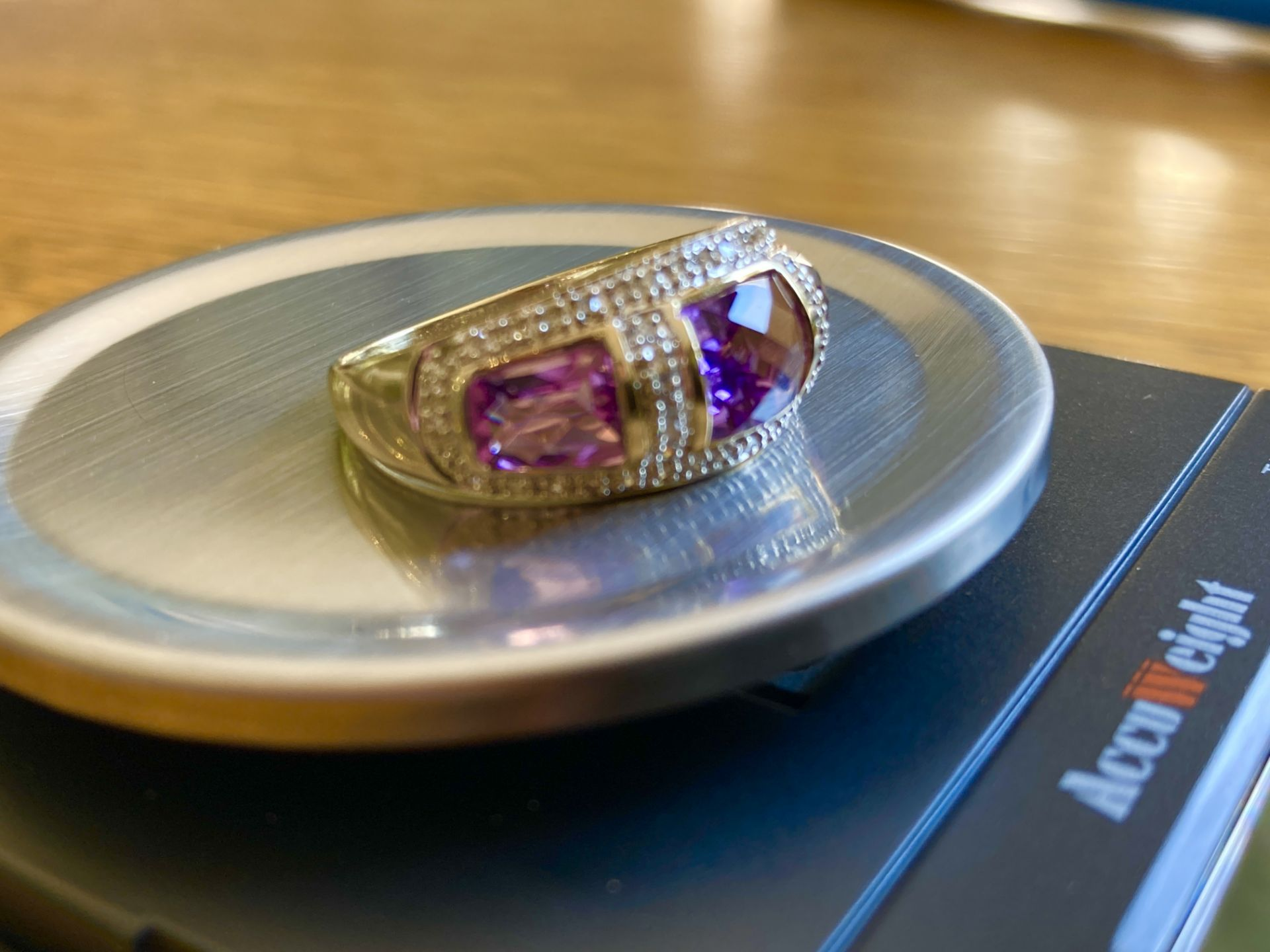 9CT YELLOW GOLD AMETHYST & DIAMOND RING - SIZE: S / WEIGHT: 3.5G - Image 5 of 9