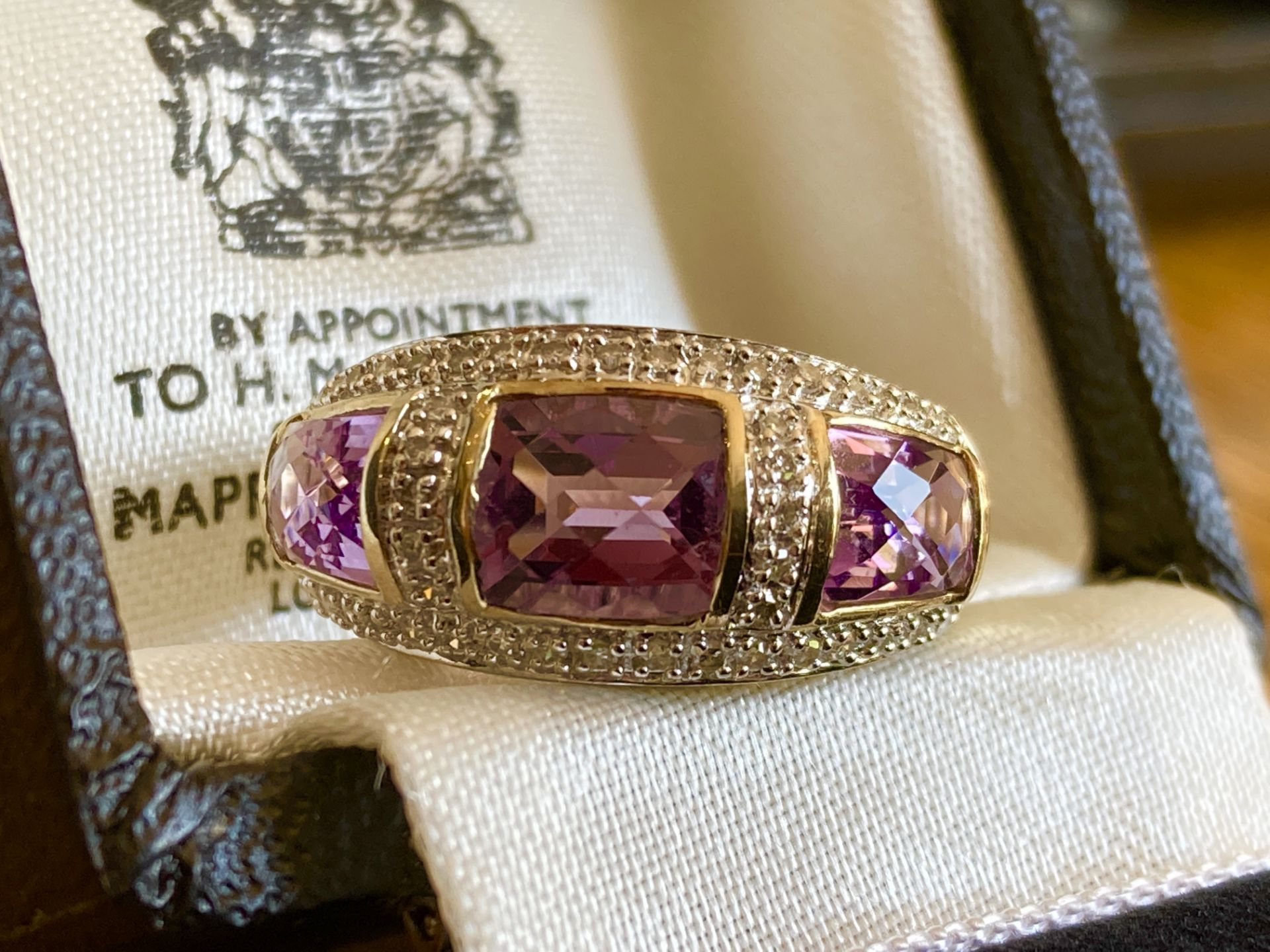 9CT YELLOW GOLD AMETHYST & DIAMOND RING - SIZE: S / WEIGHT: 3.5G - Image 8 of 9