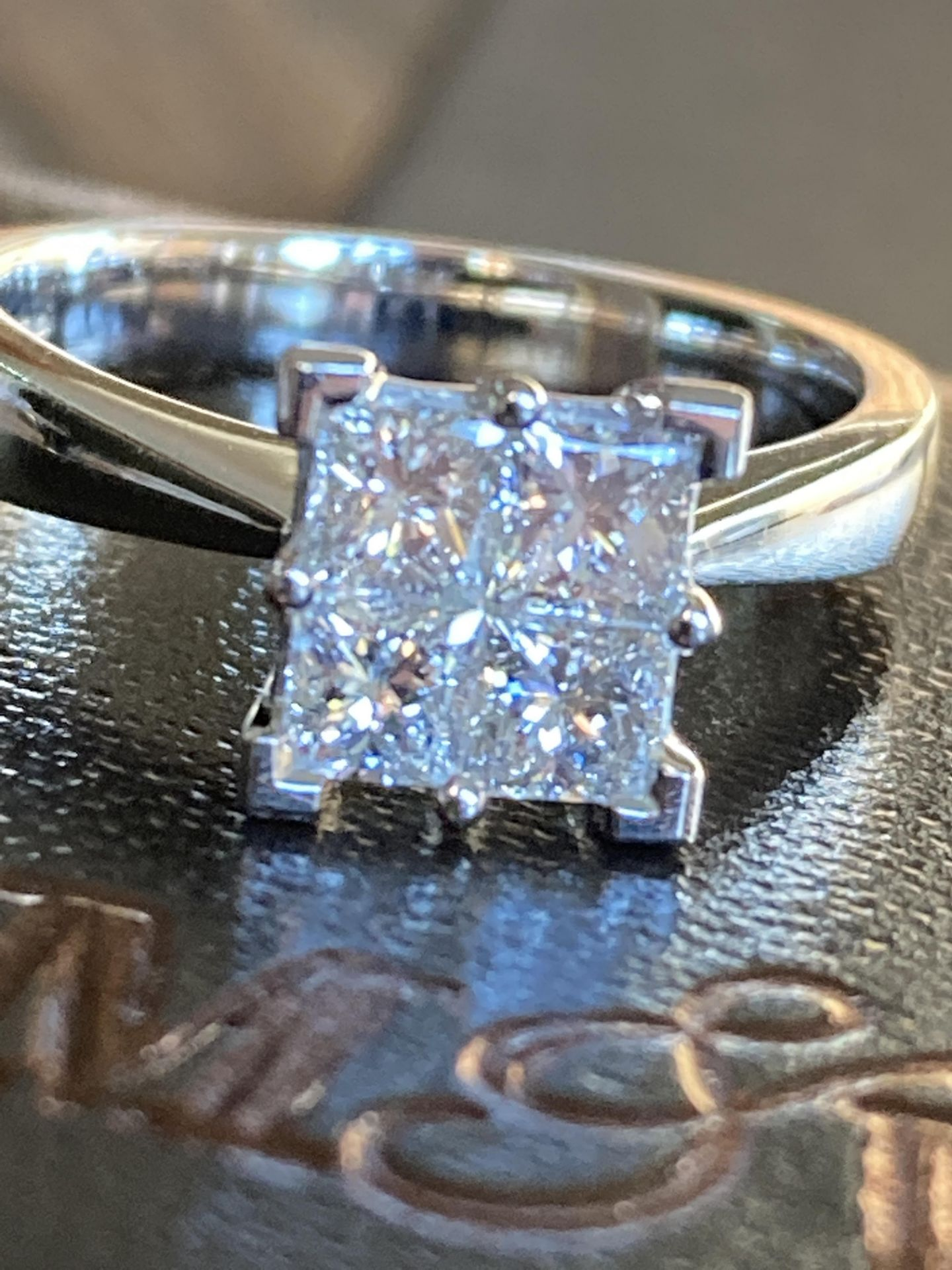 0.8-1CT APPROX. PRINCESS CUT DIAMOND RING IN 18CT WHITE GOLD - SIZE: M / WEIGHT: 5.2G