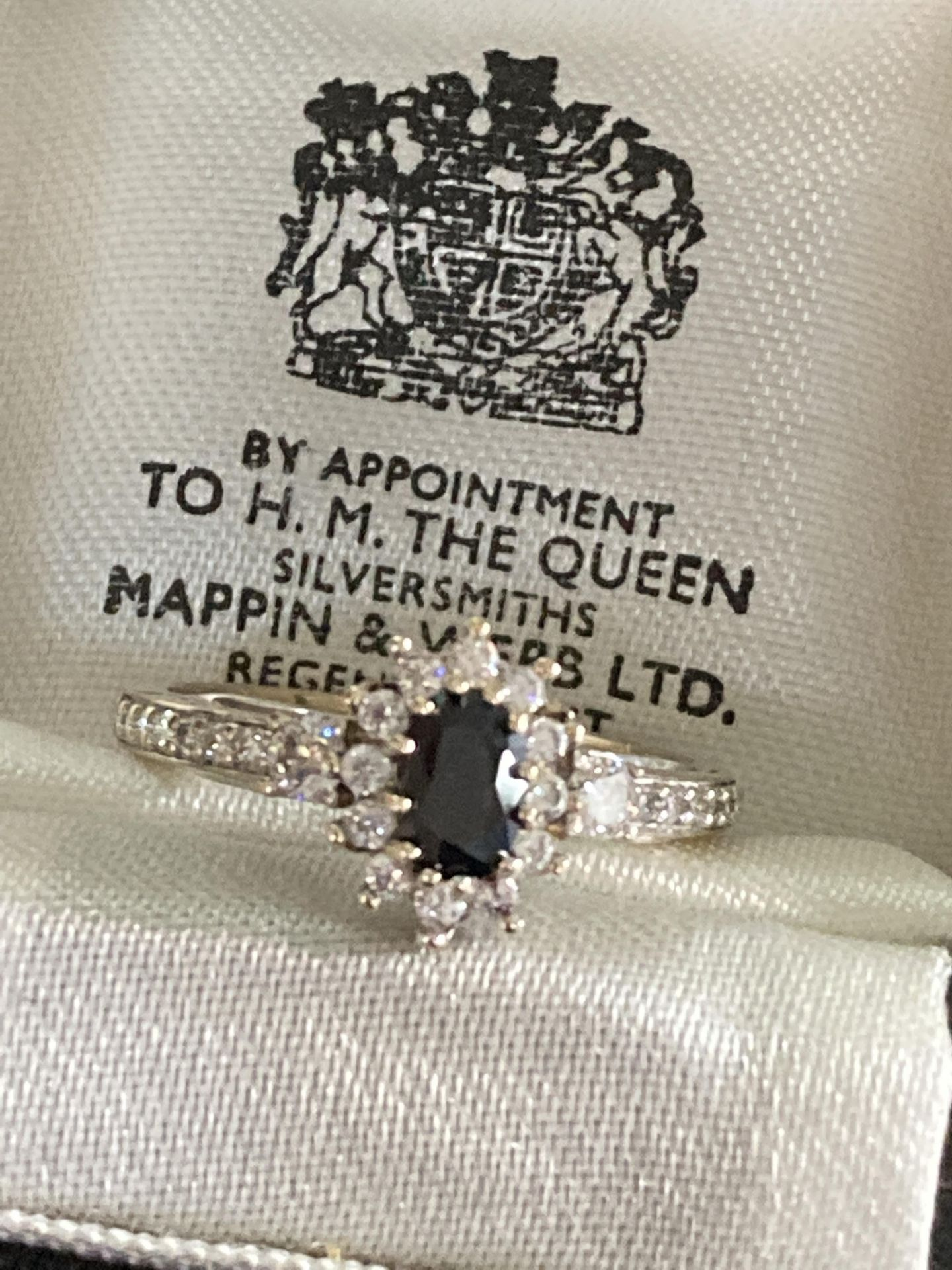 18K GOLD DIAMOND & SAPPHIRE RING - SIZE N /12 - Image 4 of 6
