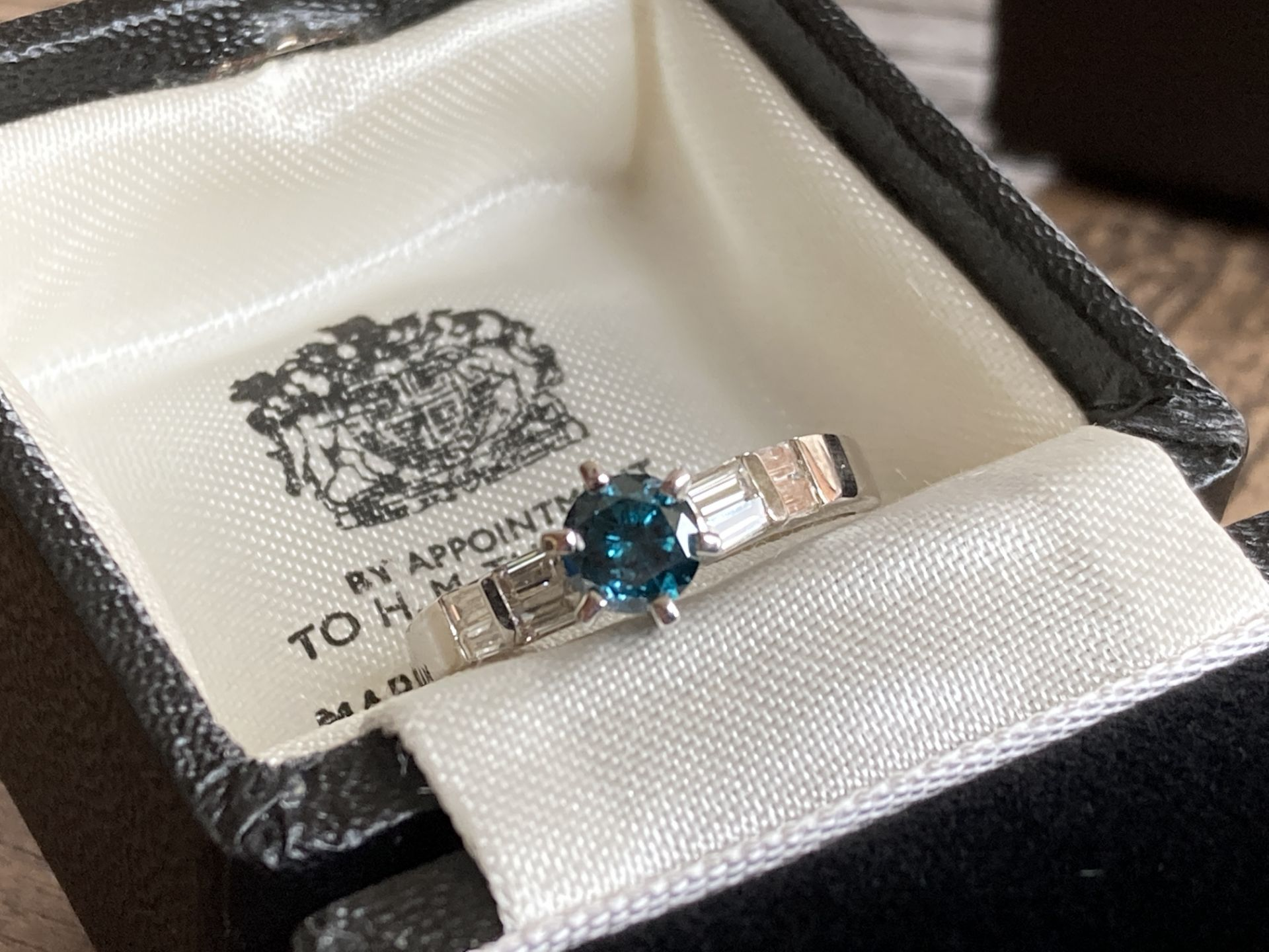 0.55CT + 0.25CT BLUE AND WHITE DIAMOND SET RING IN 14K GOLD - Image 2 of 2