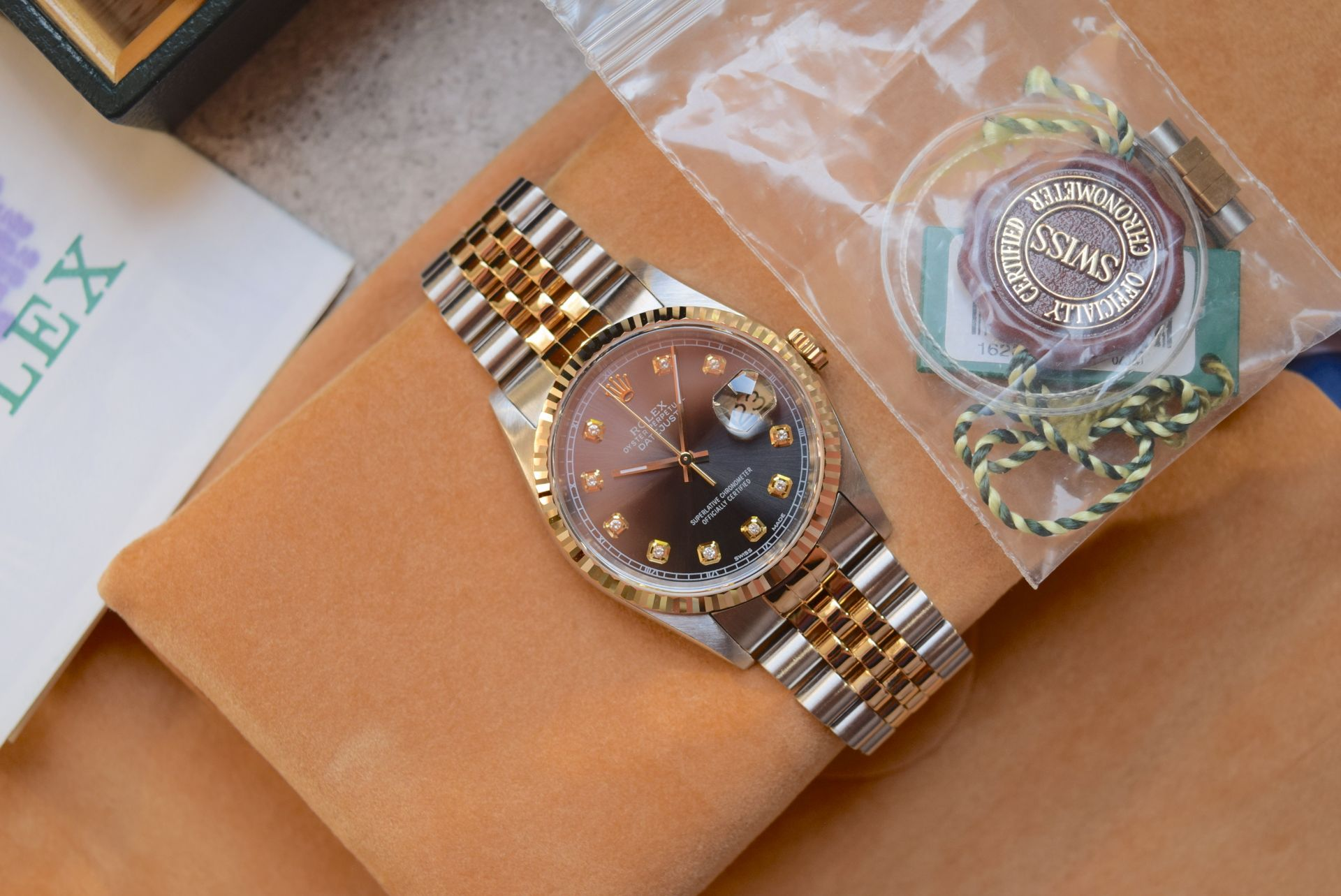 18CT GOLD/ STEEL ROLEX DATEJUST - 36MM, MENS (COMPLETE SET INC BOX, PAPERS, TAGS ETC) - Image 3 of 25
